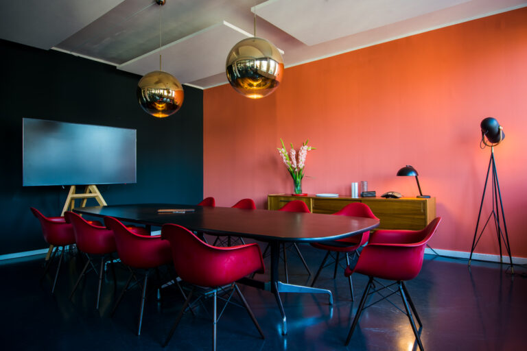 Konferenzraum mit Klassikern des Interior Designs